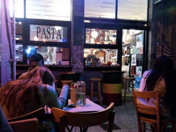 Colibri – Fave burger in Athens