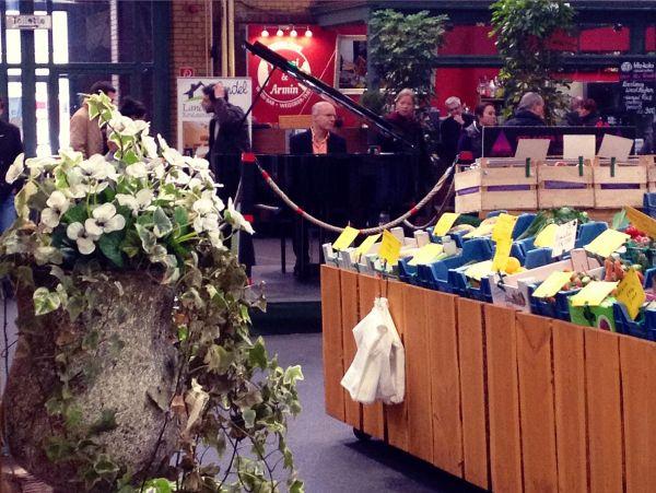 Arminius Market – The piano, the fish & the bread