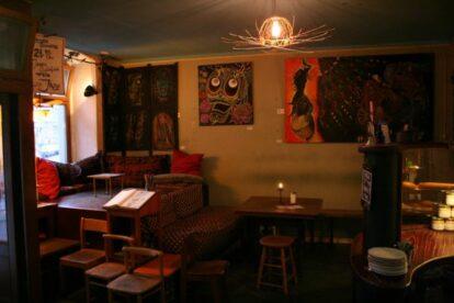 Caffetteria Buchhandlung – Coziest Mitte café/bar