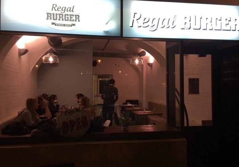 Regal Burger – Burgers rock in Bratislava at last!