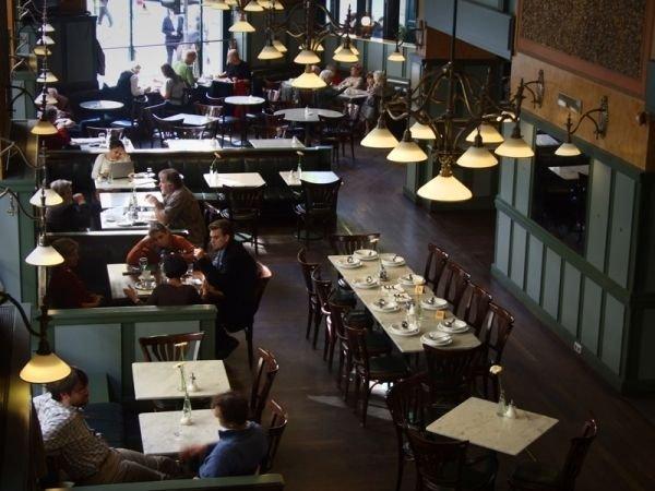 Centrál Kávéház – Old-style café and restaurant