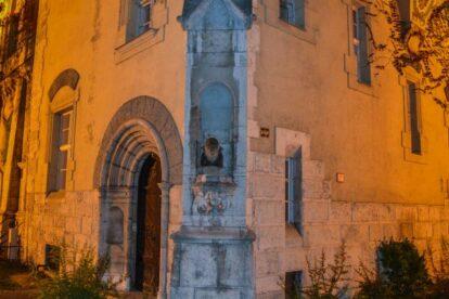 Dracula statue Budapest
