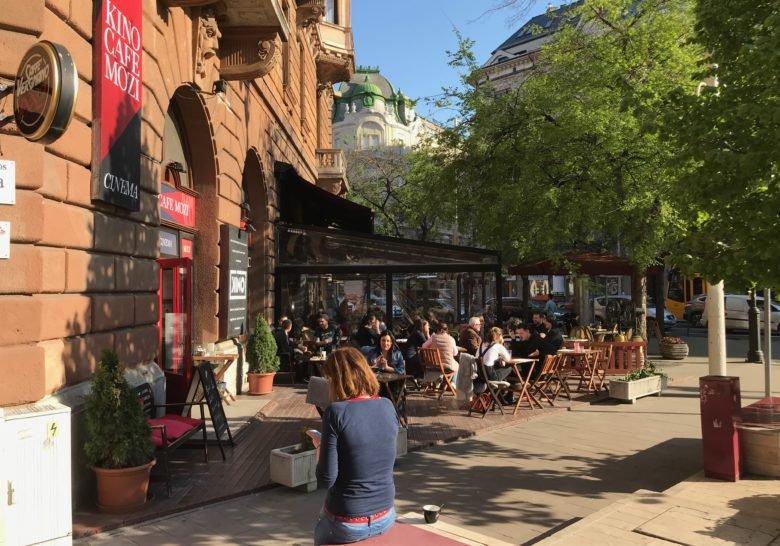 Kino Cafè – Coffee and movies on the big boulevard