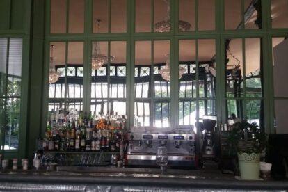 Café du Parc des Bastions – A drink in green