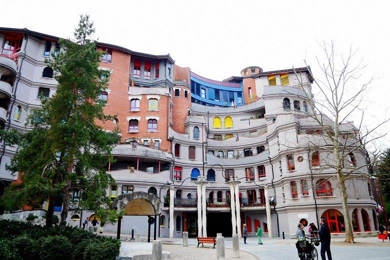 Les Immeubles Schtroumpfs Geneva