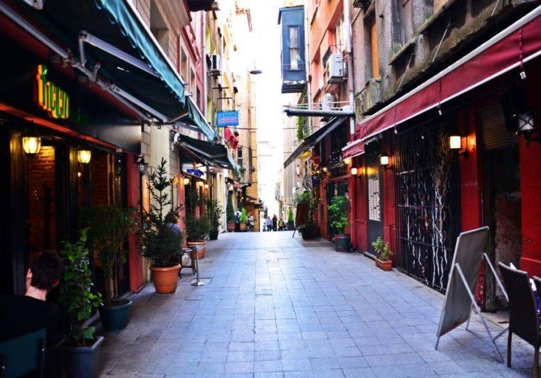 Fıccın – Your Auntie in Istanbul