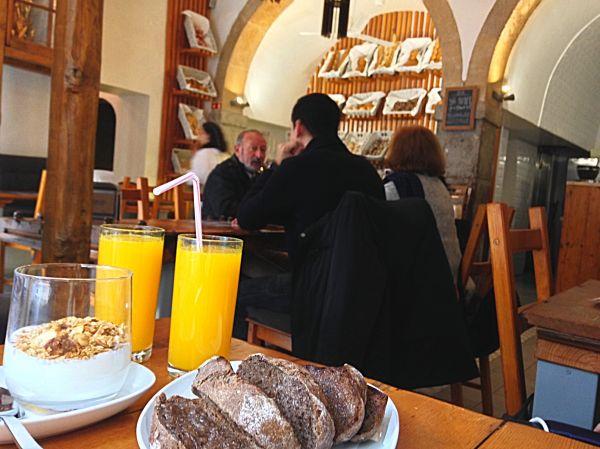 Mesa Com Pão Lisbon