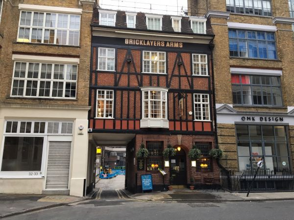 Bricklayers Arms – Central London oasis