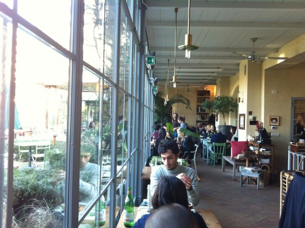Al Fresco – A meeting place with food and dining
