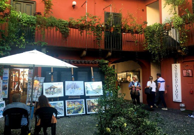 Alzaia Naviglio Grande 4 Milan
