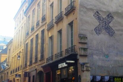 'X' at rue Tresor Paris