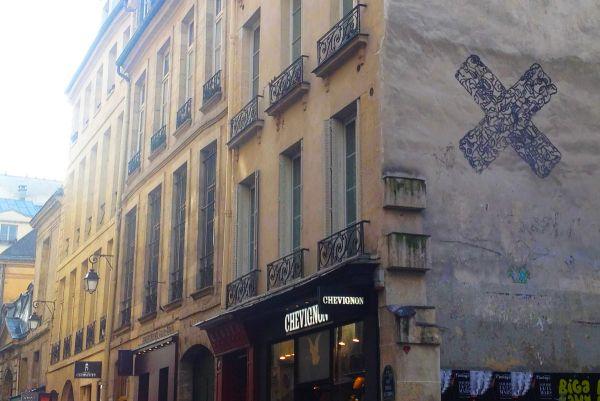 'X' at rue Tresor Paris