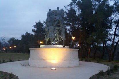 """Sculpture """"Crnogorsko Oro"""" Podgorica"""