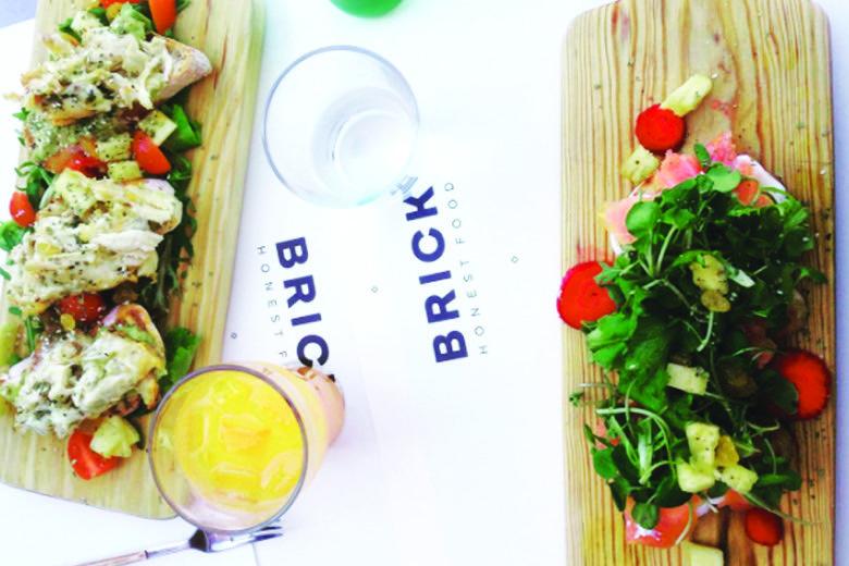 Brick Clérigos – A meal among friends