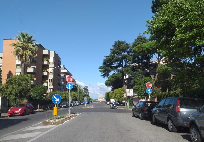 Via Piccolomini – An optical illusion