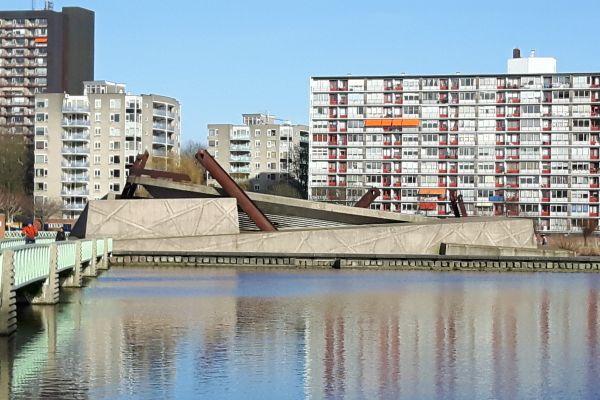 Vierkant Eiland in de Plas Rotterdam