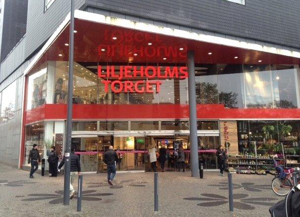 Liljeholmstorget Galleria – Flea market in a garage