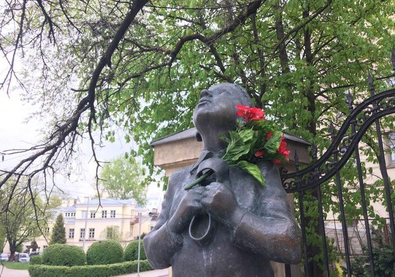 Romain Gary statue Vilnius