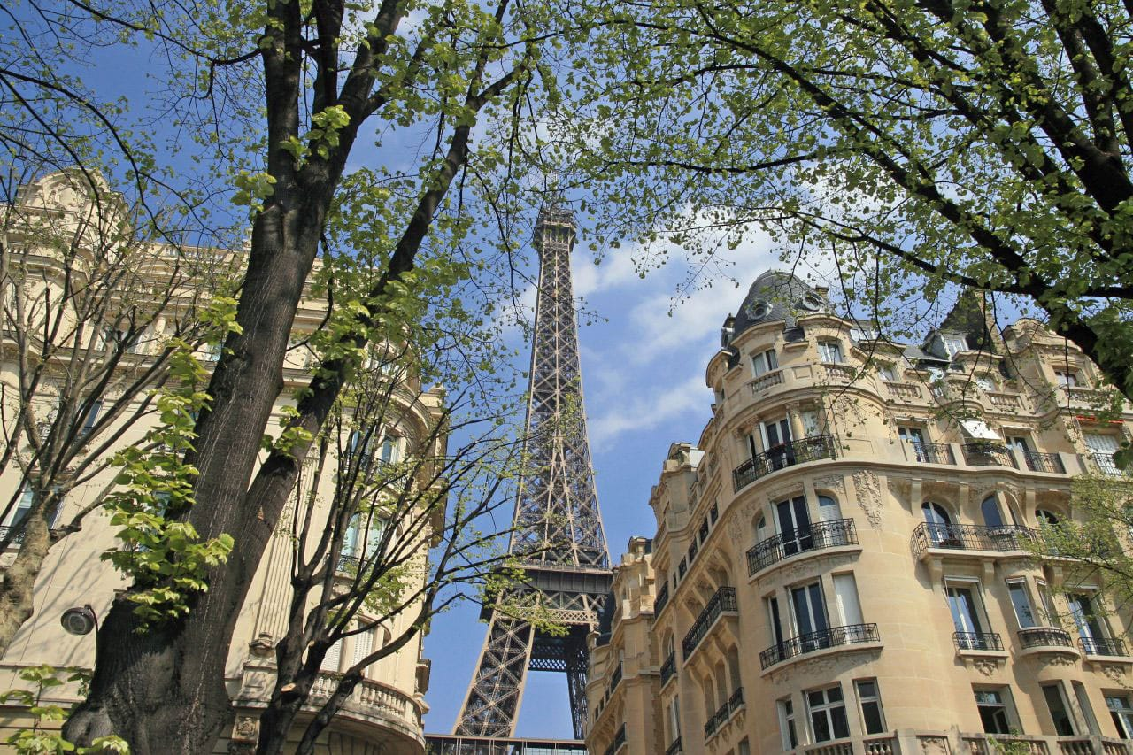 A glimpse of the Eiffel Tower - by lensmate