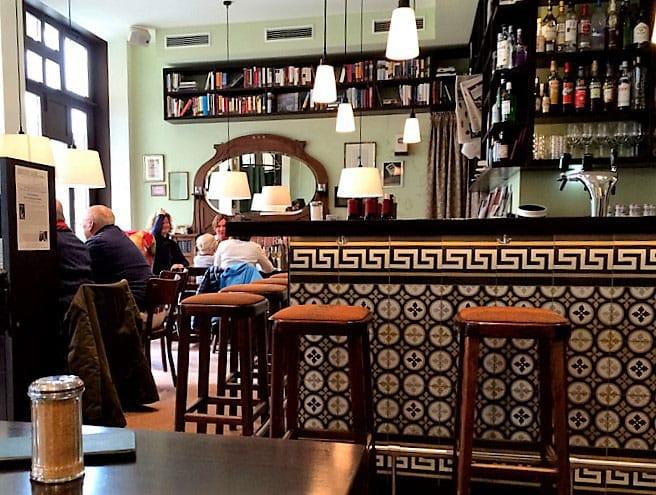Café Leonar - by Elizabeth Grosser