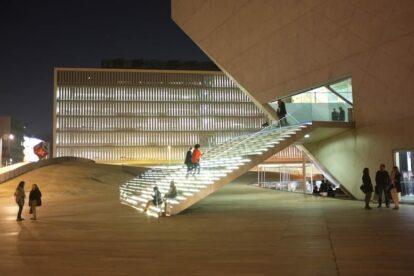 Case de Musica by night