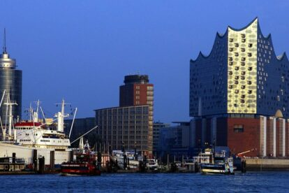 Hamburger Hafen Skyline - by Frerk Meyer