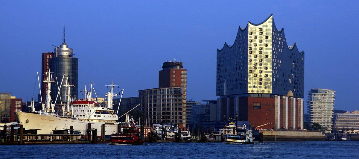 Hamburger Hafen Skyline - by Frerk Meyer