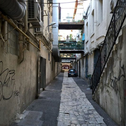 An alley in the Old Port - by Edoardo Parenti