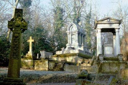 Nunhead Cemetery London (by Richard Fisher)