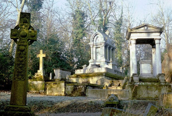 Nunhead Cemetery London (by Richard Fisher)