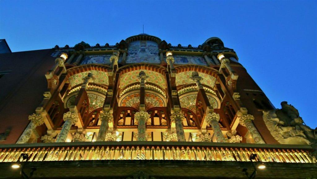 Palacio de la Música - by Mariano P.