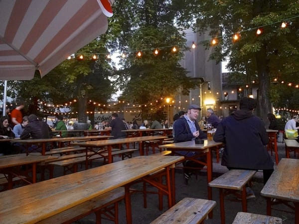 Prater biertgarten (by DoNotLick).jpg