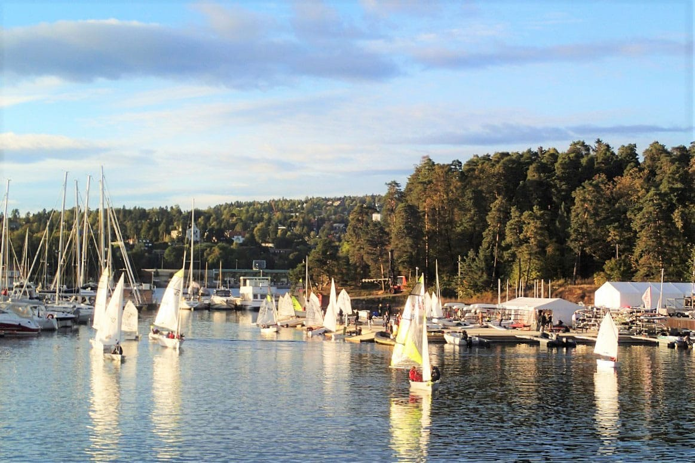 Sailing at Bygdøy Sjøbad - by Odd Stiansen