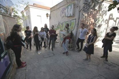 Learning about street art - in groups of 10