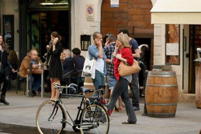 Street life Milan (by Lyubena)