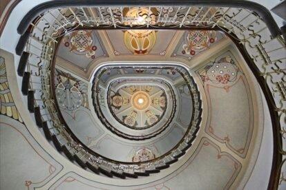 The staircase of an art nouveau building - Jean-Pierre Dalbéra
