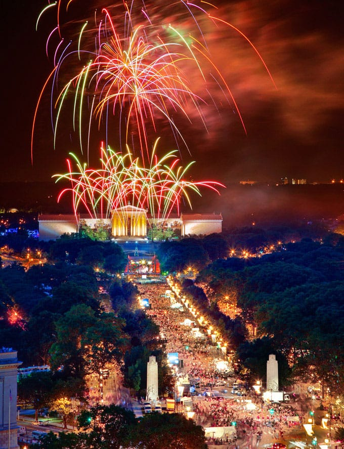 july-4th-philadelphia-fireworks-parkway-tall-680uw