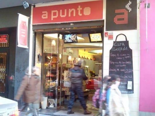 Librería A Punto, Madrid (by Cat Bethune)