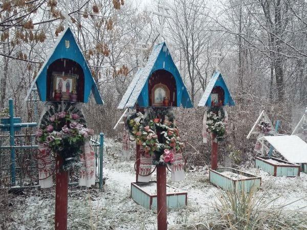 Old Believers Cemetery Kiev (by Lena Shcherbak)