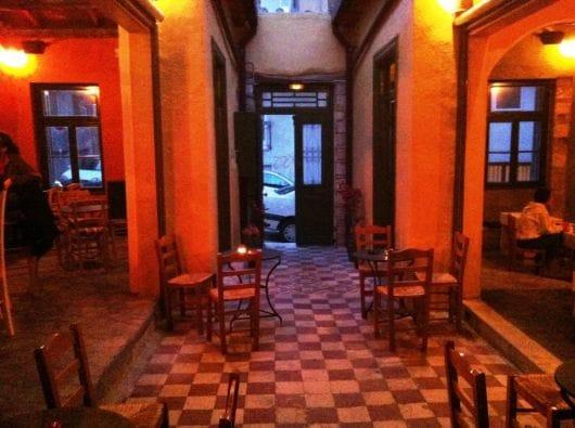 Parallilo 33, Athens (by Margarita Kalogeropoulou)