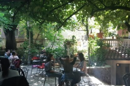 Bacchus Jazz Bar – The greenest courtyard