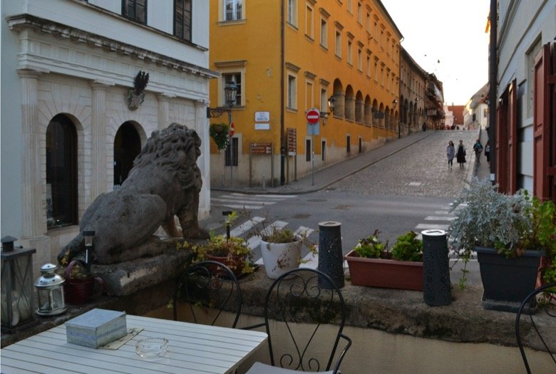 Kavana Lav – Soak in the charm of Upper town